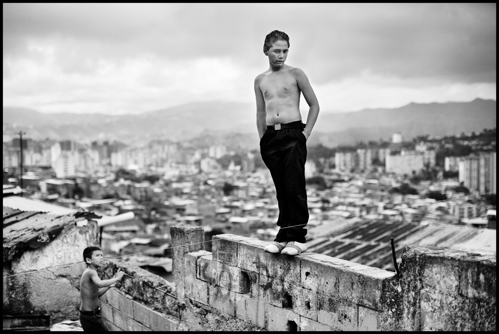 Christopher Anderson. Boys playing in a slum overlooking Caracas. From Capitoloi. Venezuela. 2007