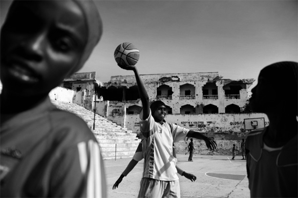 "Jan Grarup, from the series ""I Just Want to Dunk"", Somalia. World Press Photo 2013, Sports Feature, 1st prize stories"