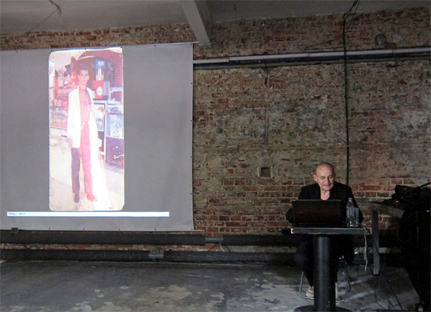 Joachim Schmid giving a lecture in Lodz. Photo by Arnis Balcus